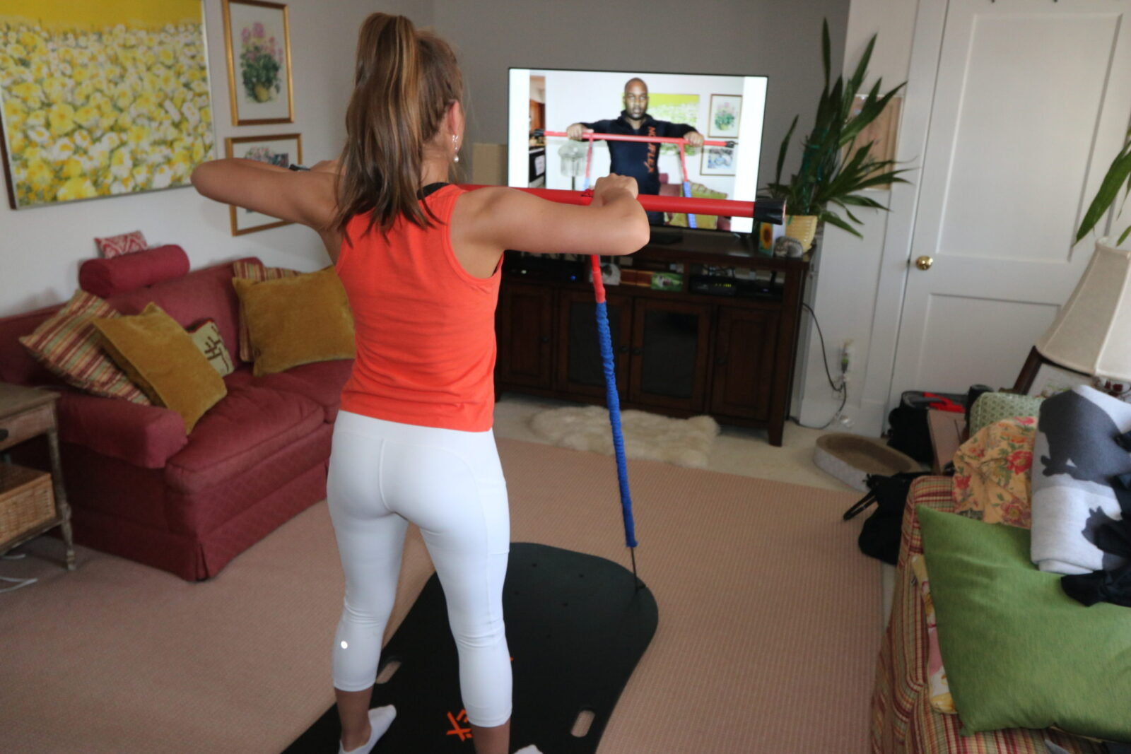 Woman trains virtually with a NouFlex coach